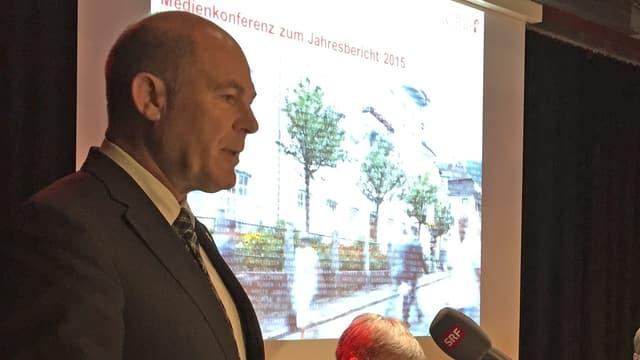 Anton Lauber an der Medienkonferenz zur Staatsrechnung 2015.