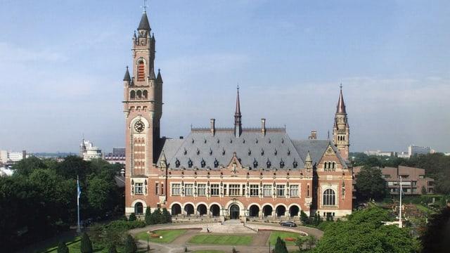 Il bajetg dal tribunal internaziunal a Den Haag.