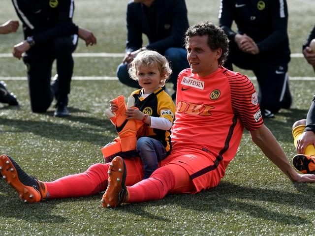 Marco Wölfli mit seinem Sohn