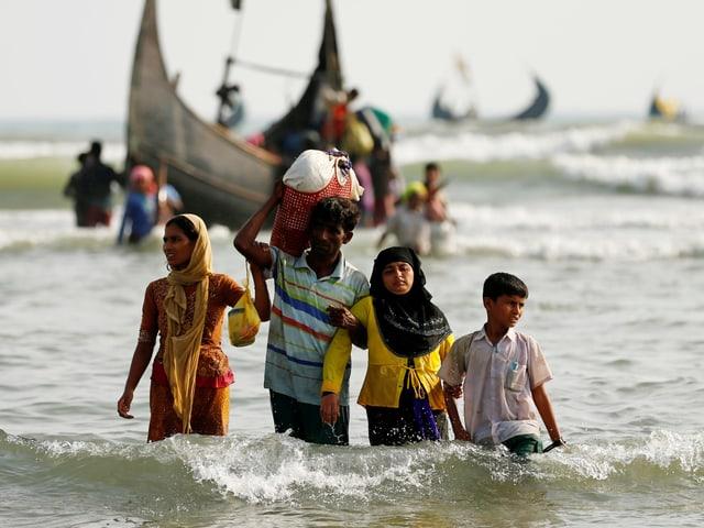 Rohingya-Flüchtlinge erreichen im September 2017 die Grenze von Bangladesch.