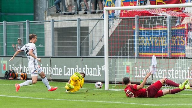 Marc Janko trifft in der 4. Minute zum 1:0 für den FCB.