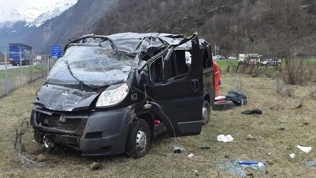 Der verunfallte Kleinbus.