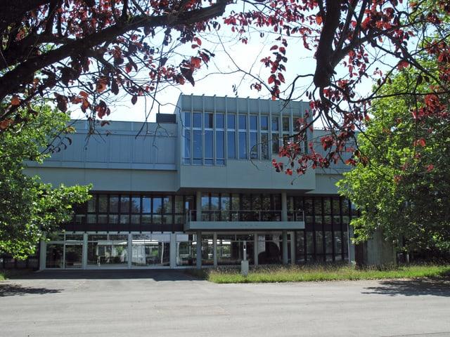 Aussenansicht der Kantonsschule Alpenquai in Luzern.