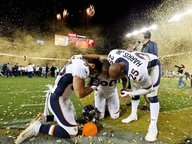 Drei Broncos-Spieler im Levi's Stadion.