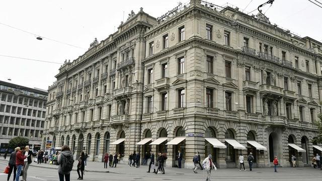 Sedia principala da la banca CS al Paradeplatz a Turitg.