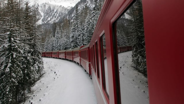 Purtret d'ina cumposiziun da tren da la Viafier retica.