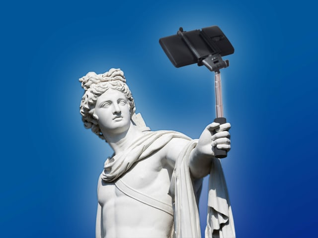 Statue mit Selfie-Stick