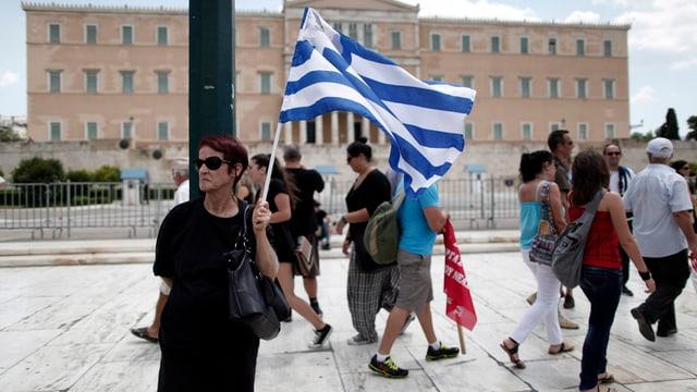 Persunas greccas per las vias.