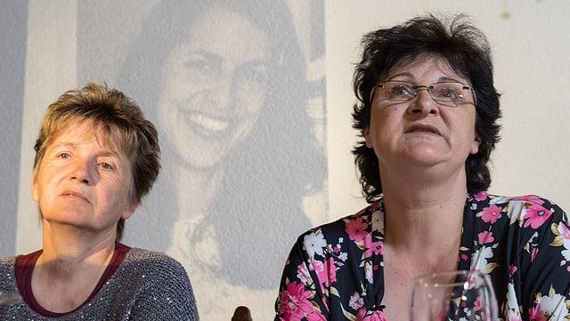 Anita Chaaban (dretg) ed ina ulteriura dunna.