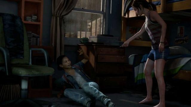 Riley am Boden, Ellie bedroht sie mit einem Messer.