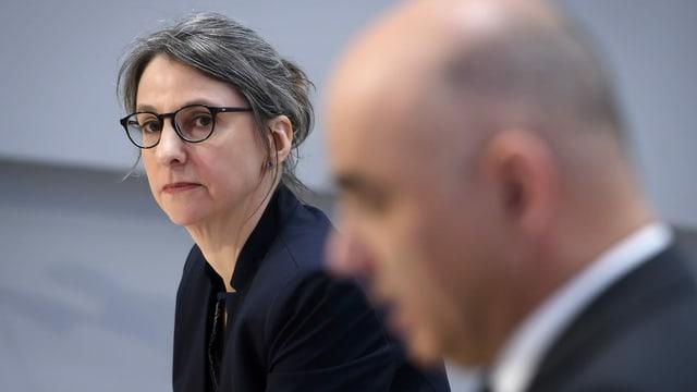 Anne Levy an einer Medienkonferenz mit Alain Berset