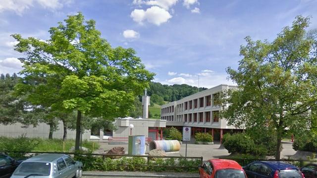 Ein Schulhaus.