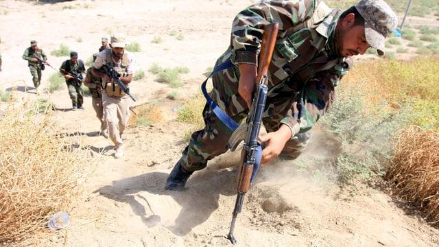 Syrische Rebllen im Kampf gegen IS-Milizen