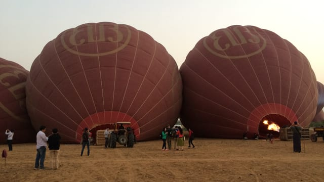Heissluftballons in Pagan.