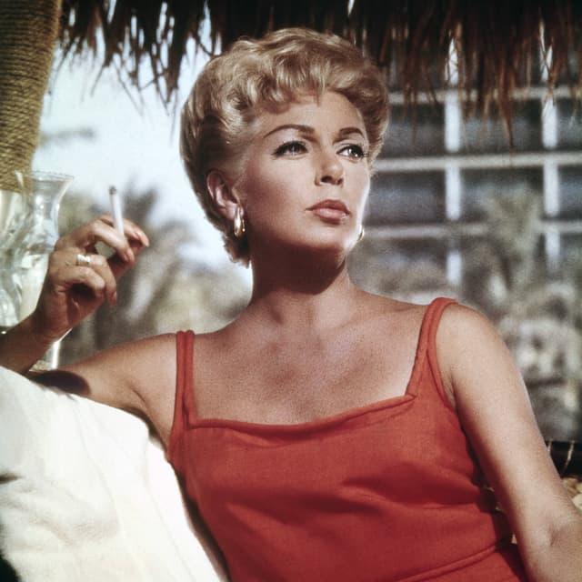 Bild aus den 60ern einer blonden jungen Frau