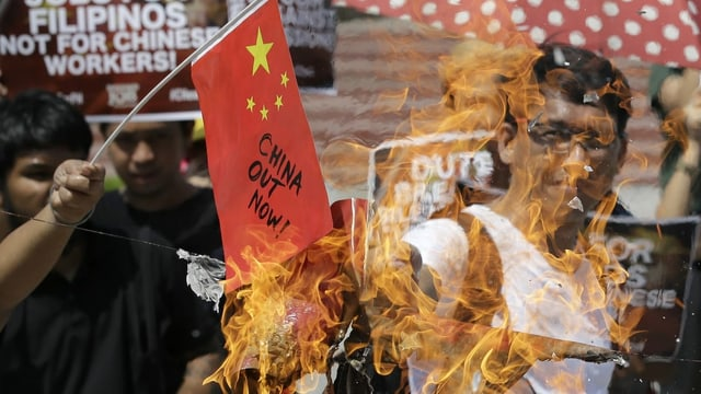 Philippiner protestieren gegen China