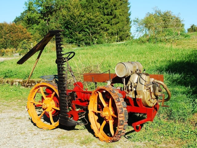 Ein Dreirad-Mähtraktor des Herstellers Aebi aus dem Jahr 1929.