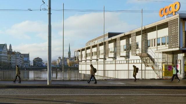 Das umstrittenste Gebäude der Stadt Zürich. Das Globus-Provisorium beim Bahnhof.