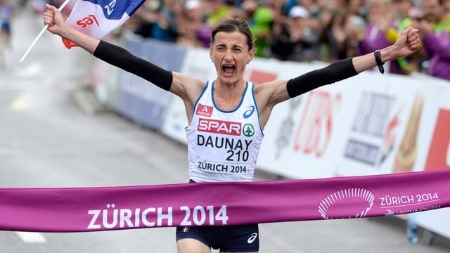 Christelle Daunay freut sich beim Zieleinlauf über den Europameister-Titel