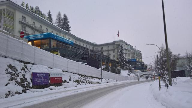 Il hotel Steigenberger a Tavau.