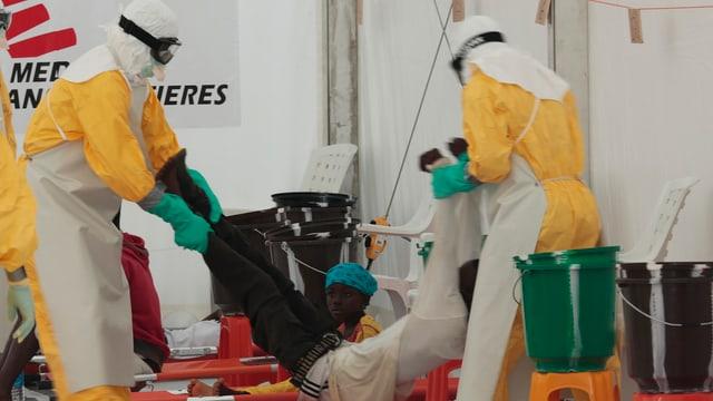 Mitarbeiter vom Médecins sans Frontières in Liberia an der Arbeit.