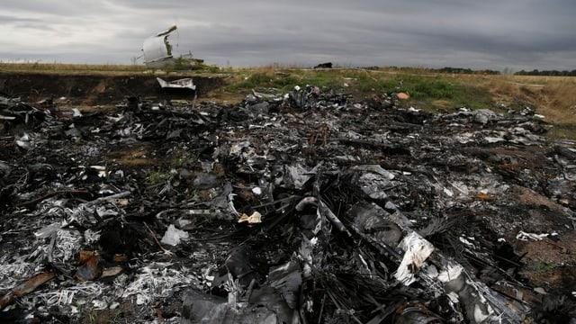 Trümmerteile der MH17 nahe Hrabove
