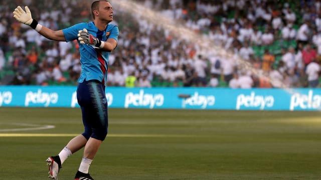 Jasper Cillessen wärmt sich im Barça-Shirt auf