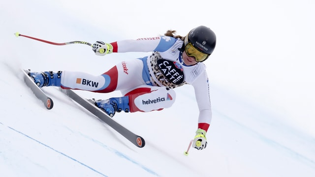 La skiunza Fabienne Suter durant il training per la cursa a Crans-Montana.