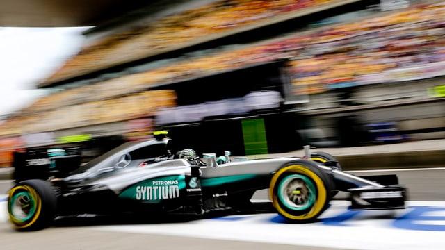 L'auto da Nico Rosberg durant la qualificaziun a Schanghai.