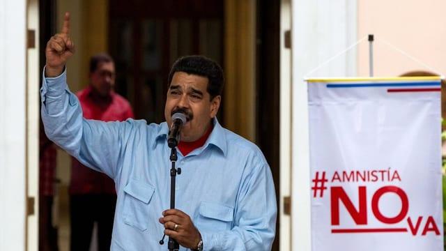 Nicolas Maduro discurra tar ina manifestaziun.