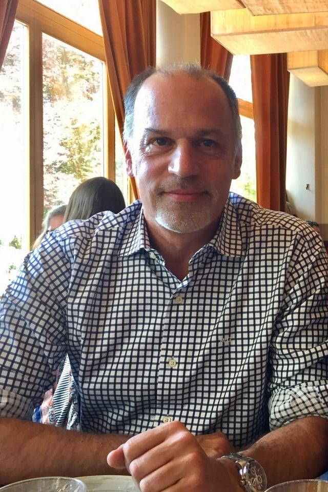 Peter Voegeli in einem Restaurant
