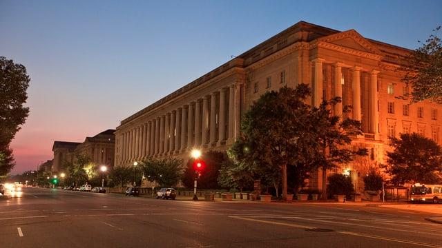 Das Gebäude des Internal Revenue Service (IRS), der Bundessteuerbehörde der Vereinigten Staaten von Amerika in Washington D.C.