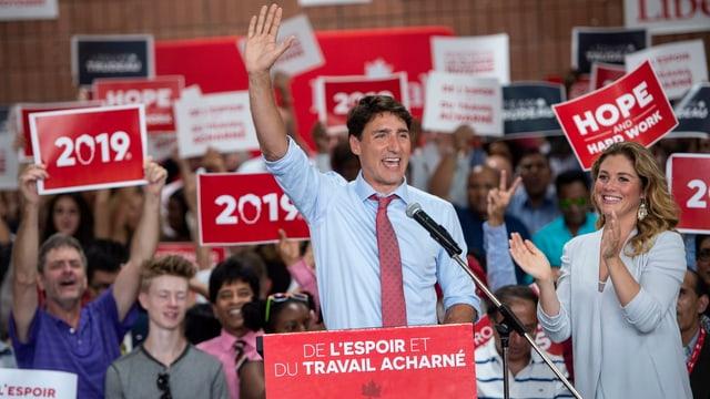 Justin Trudeau vor Anhängern.