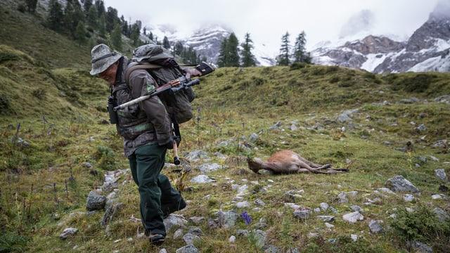 Jäger mit Hirschkuh