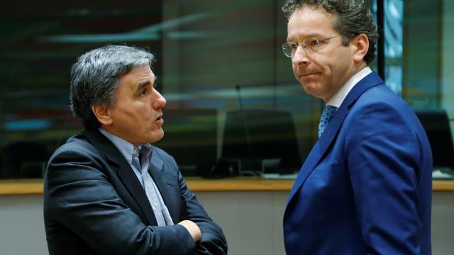 Der griechische Finanzminister Tsakalotos im Gespräch mit dem Vorsitzenden der Eurogruppe Dijsselbloem.