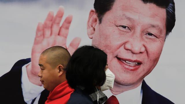 Xi auf Plakat.