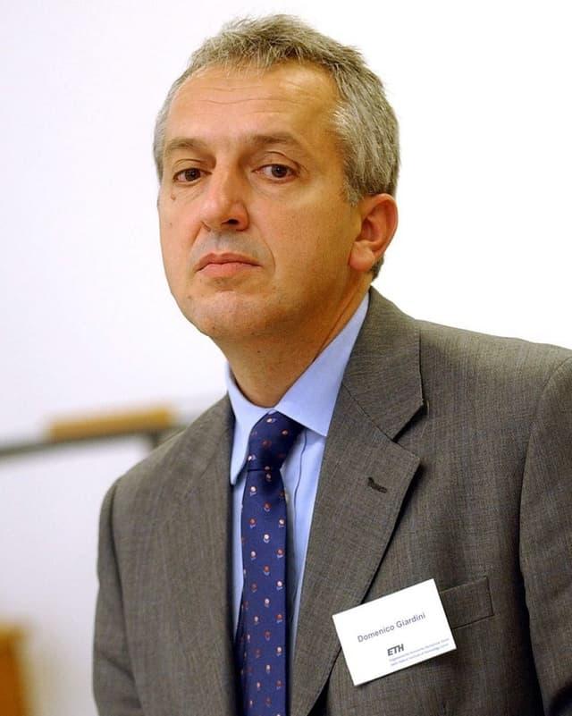 Porträt von ETH-Professor Domenico Giardini von 2004.