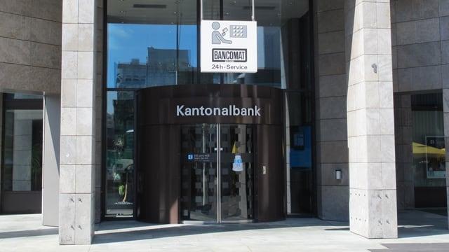 Haupteingang der AKB in Aarau.