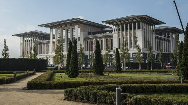 Weisser Palast von aussen