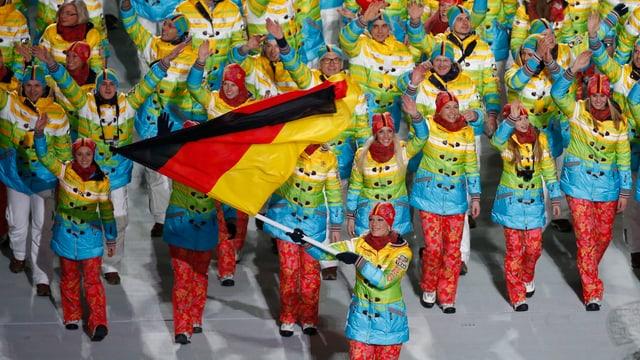 Die Deutsche Delegation angeführt von Ski-Star Maria Höfl-Riesch.
