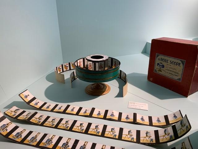 Ein Bild zum Bewegen bringen ganz ohne Fernseher - das ist mit dem Praxinoskop seit 1877 möglich.