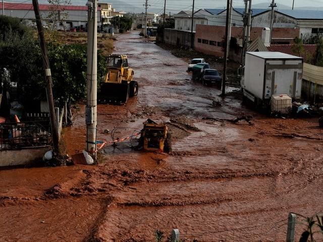 Bilder der Verwüstung aus der Stadt Mandra westlich von Athen.