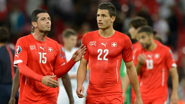 Schweizer Nationalspieler nach der Niederlage in England
