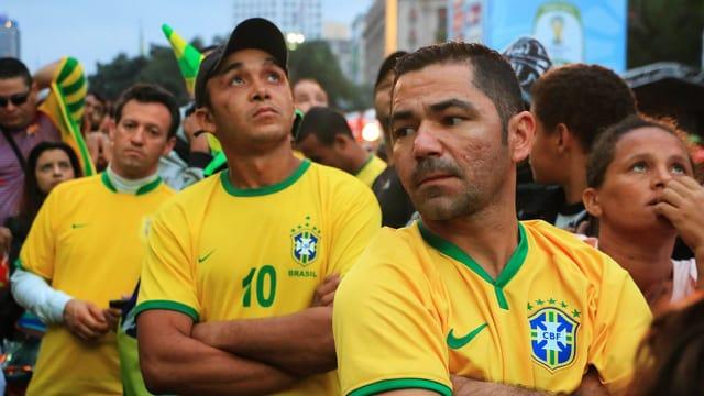 Enttäuschte Fans nach dem blamablen Abschneiden der brasilianischen Nationalmannschaft.