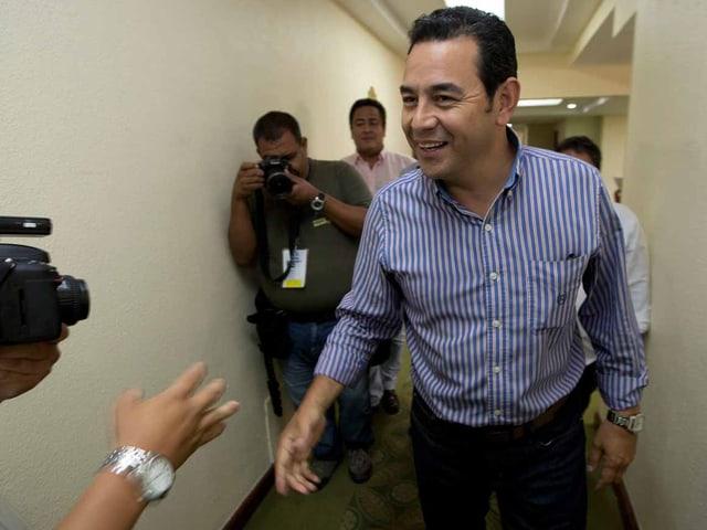 Jimmy Morales lachend