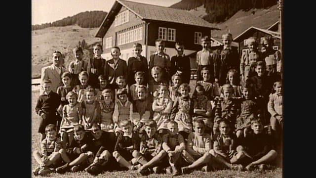 Il temp cura che la scola da Segnas aveva anc blers scolars.