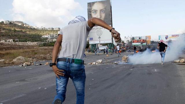 In Palestinais blessà curra.