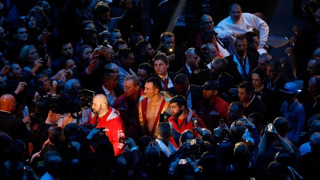 Boxer Wladimir Klitschko auf dem Weg in den Ring.