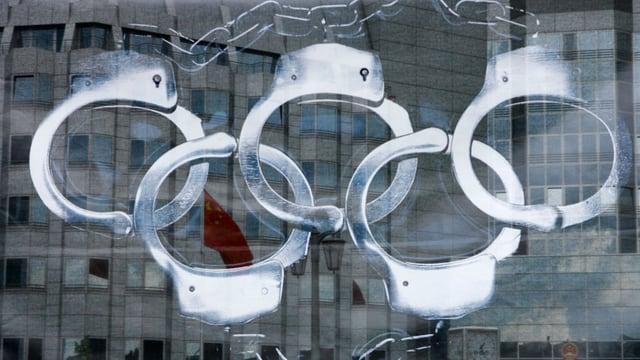 chanvettas pendidas si en furma dals rintgs olimpics.