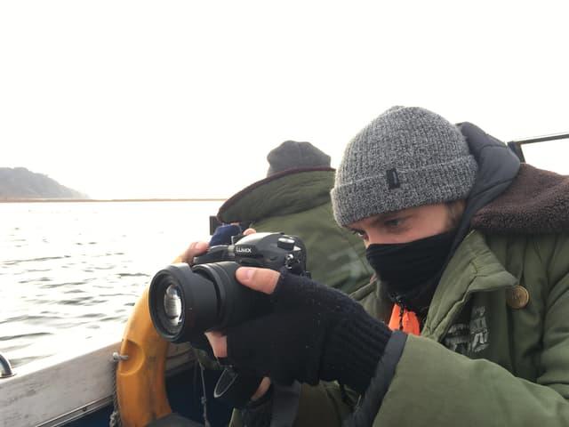 Reporter auf dem Meer.